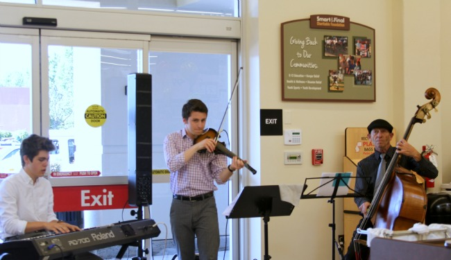 Smart and Final Pre Grand Opening,  Music, The Gladstein Trio, Theresa Huse 2013-1341