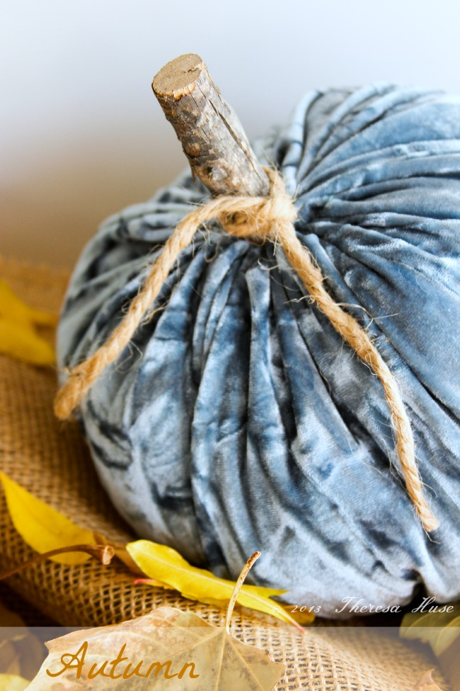 Velvet Fabric Pumpkins | #diy #thanksgiving #thanksgivingtablescape
