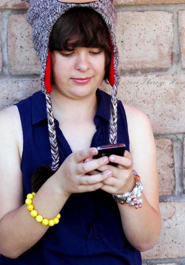 #FamilyMobileSaves_#Cbias_#shop_Girl_on_phone, Theresa Huse 2013