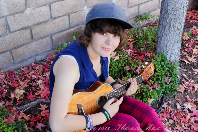 #FamilyMobileSaves_#cbias_#shop_Girl with Ukelele_Theresa Huse 2013