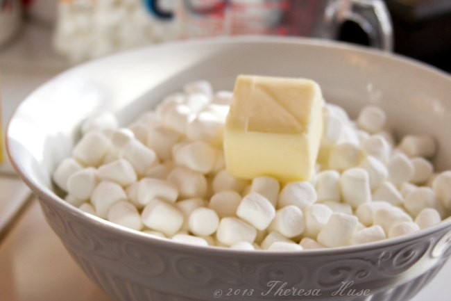 Marshmellows-in-a-bowl-topped-with-butter_shop_#shop_Theresa-Huse-2013.jpg