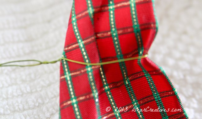 How to wire ribbon for a wreath_ wreath making_DearCreatives.com_Theresa Huse 2013