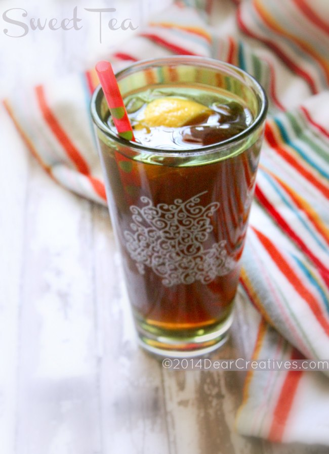 Sweet Tea with lemon and a straw