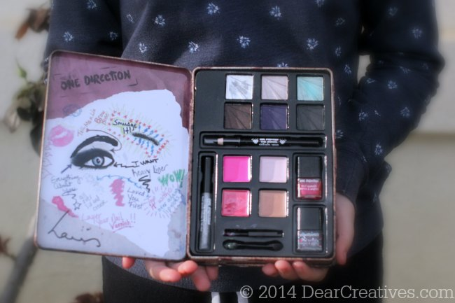 Close up of One Direction Limited Edition Makeup Kit for the holidays_© 2014 DearCreatives.com