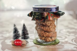 Gift wrapping ideas_cookies in a mason jar with a decorated lid and personalized ribbon_© 2014 DearCreatives.com