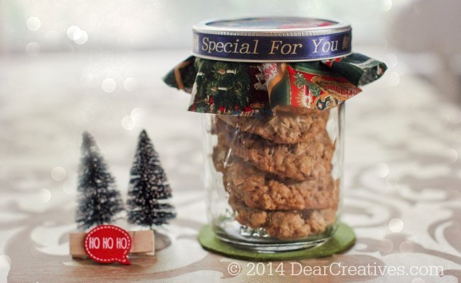 Cookies in a mason jar with a decorated lid and personalized ribbon_© 2014 DearCreatives.com