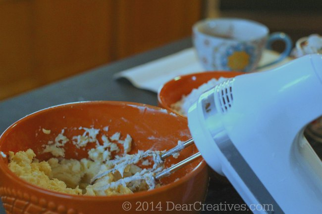 Creaming butter in a mixing bowl_making cookies_© 2014 Theresa Huse_DearCreatives.com