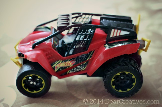 Hot Wheels Frenzy RC Car_2© 2014 DearCreatives.com