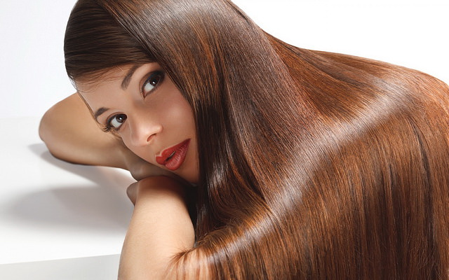 Beauty Tips-Lady with Long flowing hair_Betsy Jons Flickr Creative Commons Image 14804535712_b2d27b41d7_z