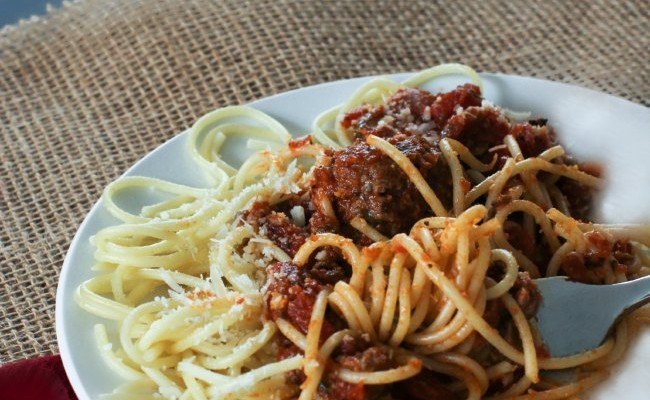 Easy Dinner Recipe Ideas | Baked 15 Minute Meatballs and Spaghetti
