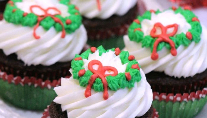 Cupcake Recipes Christmas Cupcakes With Wreath Icing