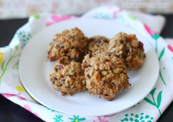 Breakfast Cookies made with oatmeal, dried fruits....See how to make this easy cookie recipe for Oatmeal Breakfast Cookies - You will love eating cookies for breakfast! DearCreatives.com