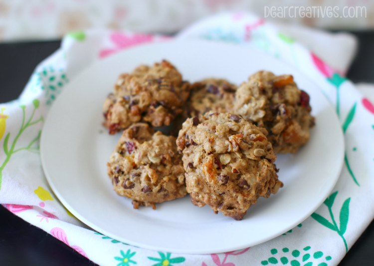 Breakfast Cookies made with oatmeal, dried fruits....See how to make this easy cookie recipe.