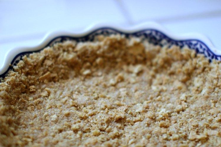 No bake desserts |Close up of graham cracker crust