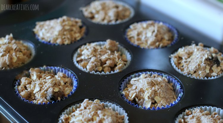 muffins-recipe-crumb-topping-on-muffins-ready-to-be-baked
