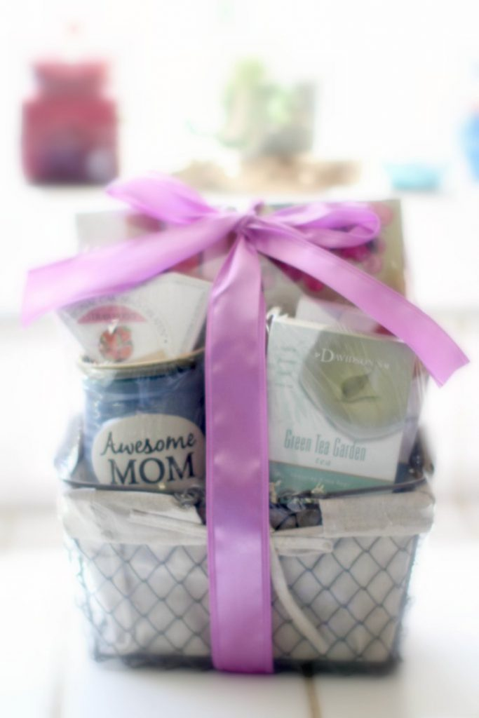 Gift Guide | gift ideas GourmetGiftBaskets review and giveaway DearCreatives.com