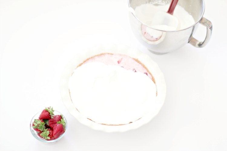 strawberry icebox pie, icebox pie, icebox cakes, no bake desserts DearCreatives.com With whip cream topping this is an easy no bake pie