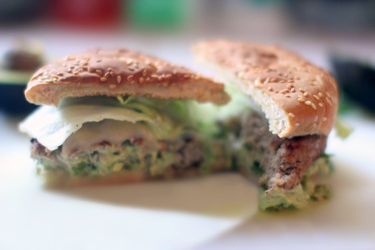 turkey hamburgers - turkey avocado burgers DearCreatives.com