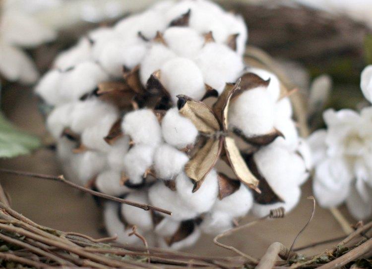 cotton bolls for a Farmhouse Wreath DIY © 2017 Theresa Huse DearCreatives.com