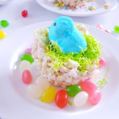 Birds Nest Krispie Treats with edible grass, jelly beans, and Peeps® make a cute treat for any celebration, or party. See how fun, ad easy it is to make. DearCreatives.com #PEEPSONALITY #sponsored #birdsnesttreats #birdsnestkrispietreats #nobaketreats #birdsnestcookies