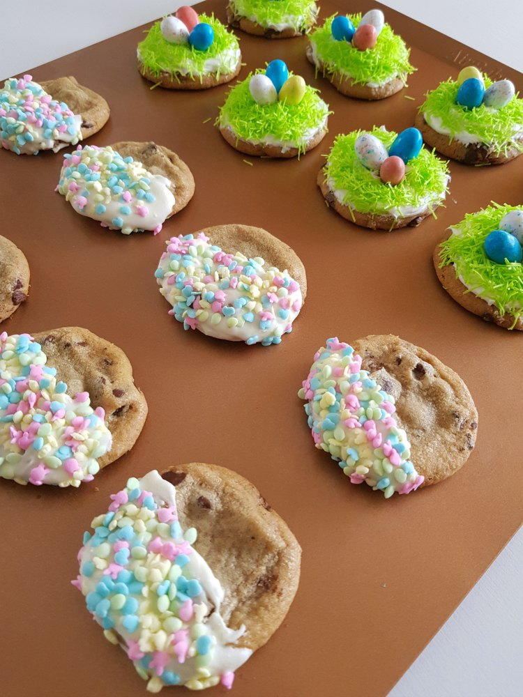 See how to make these easy decorated cookies. | Baking sheet pan full of decorated spring, and Easter cookies. © 2018 DearCreatives.com