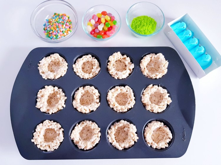birds nest treats made with rice krispies, jelly beans, and Peeps. Recipe at DearCreatives.com