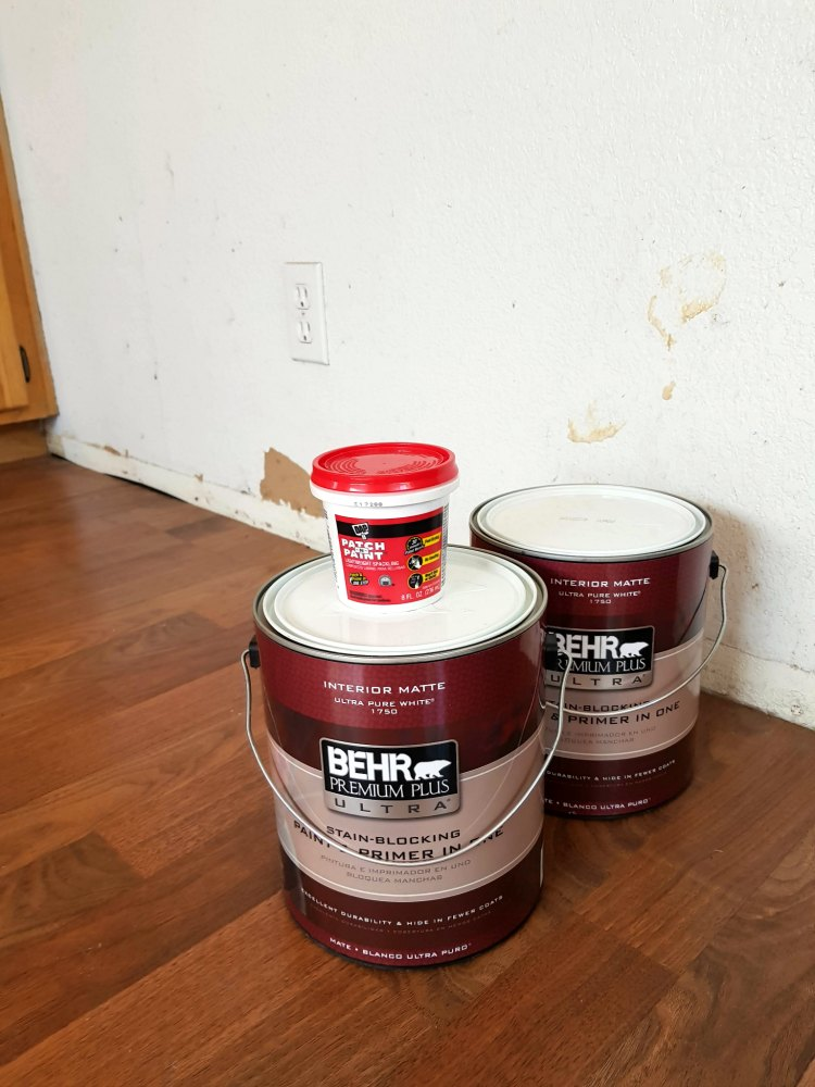 home decor project , patching and painting walls usng patch paint, and BEHR paints © 2018 Theresa Huse