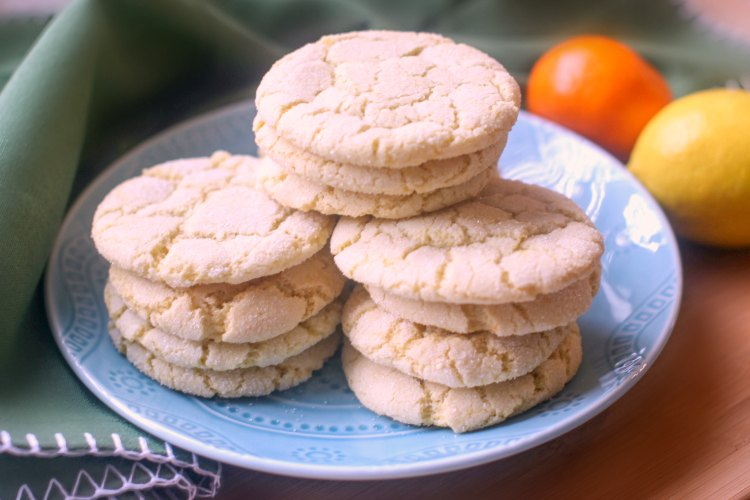 olive oil sugar cookies with a hint of citrus, giving it a bright lemony flavor. Crinkle sugar cookies -baking © 2018 Theresa Huse DearCreatives.com