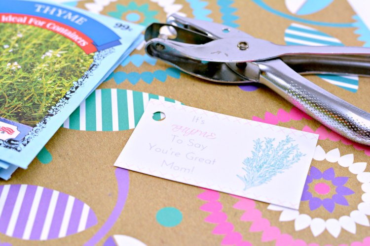 punched hole in the Mother's Day free printable gift tag DearCreatives.com
