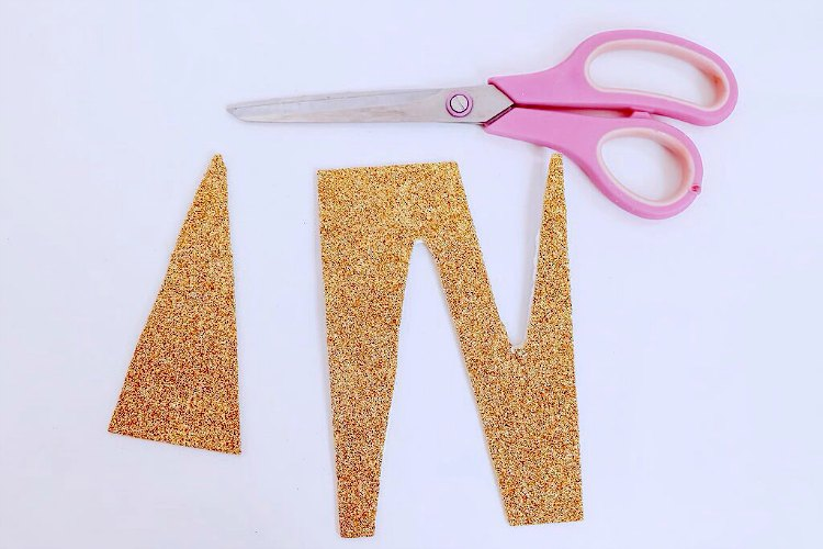 scissors, and gold glitter papper for a unicorn horn for an easy unicorn craft DearCreatives.com