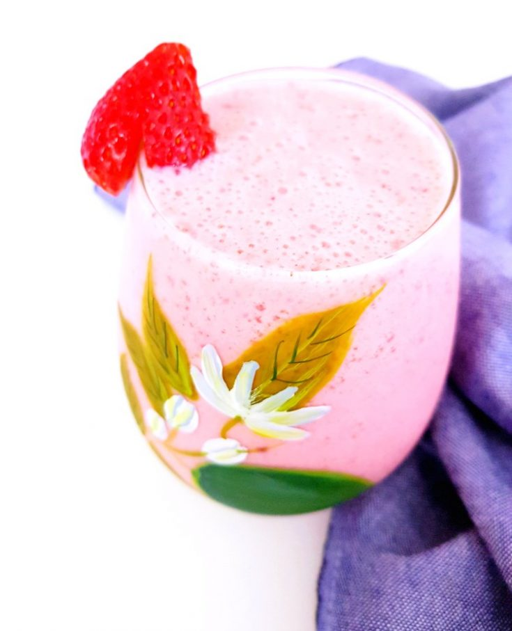 Strawberry Smoothie - This healthy smoothie is easy to make with fresh or frozen strawberries. Only uses 5 ingredients and comes out frothy and delicious. Non-dairy and dairy options. This smoothie is so refreshing for anytime of year! Adjusting thickness is easy. Grab the recipe and start blending! DearCreatives.com