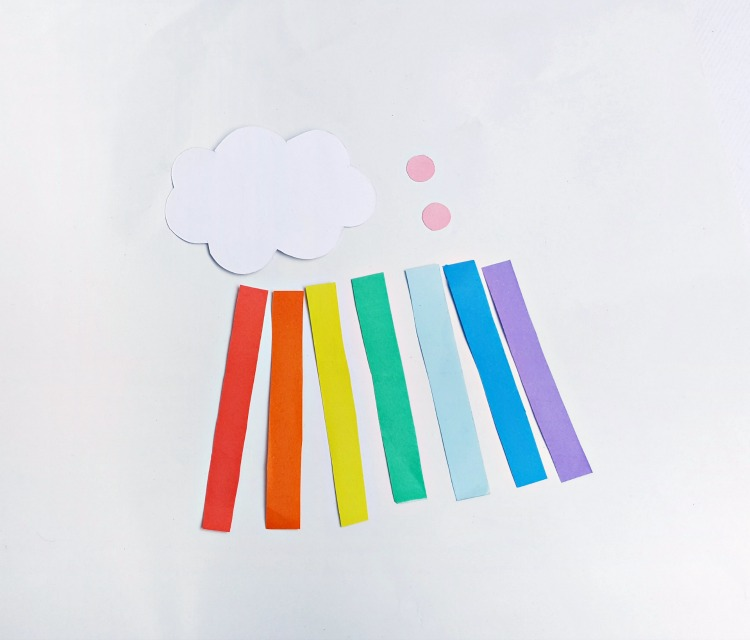 step (1) cloud - rainbow easy kids craft. DearCreatives.com #papercrafts #kidscrafts cloud, and color papers