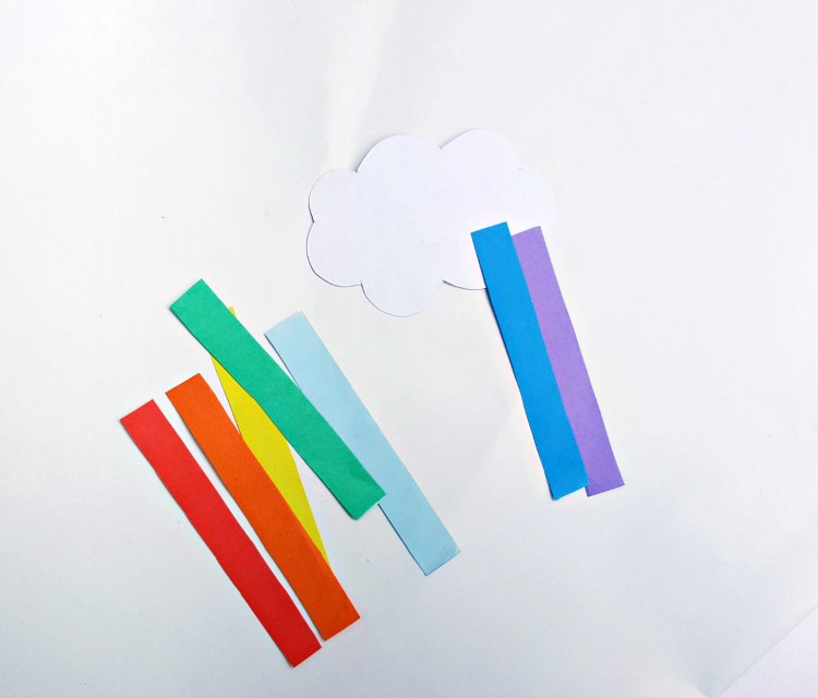 step (5) shows how to glue rainbow colored paper to cloud for kids paper craft DearCreatives.com