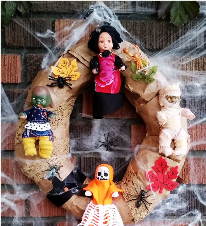 Upcycled Halloween Wreath with creepy dolls, leaves and spiders via dreamalittlebigger