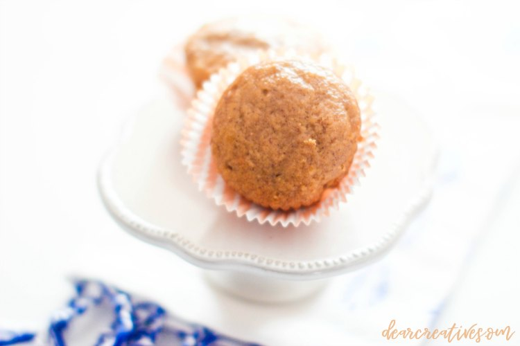 pumpkin muffins- This is an easy pumpkin muffins recipe that is made from scratch. Enjoy these pumpkin muffins and other pumpkin recipes at DearCreatives.com