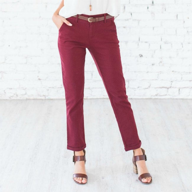 Women's chino pants See more styles and ideas for fashion and style at DearCreatives.com