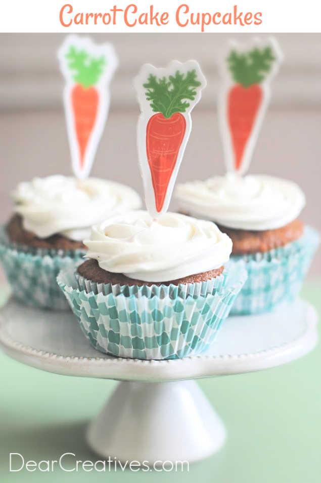 carrot cake cupcakes - Grab this moist, easy to make carrot cake cupcakes recipe at DearCreatives.com #carrotcakecupcakes