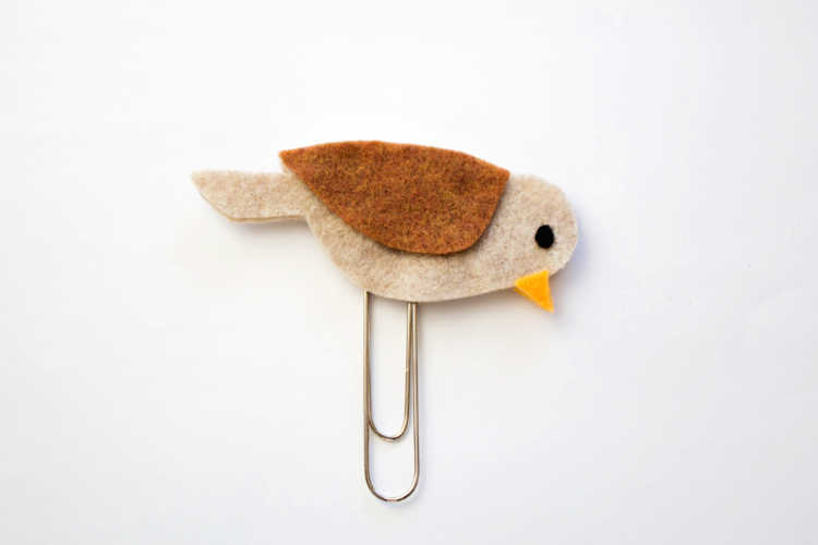 Paper clip has been secured and now the felt bird bookmark is ready to use. See video, images and full instructions for how to make this felt craft at DearCreatives.com