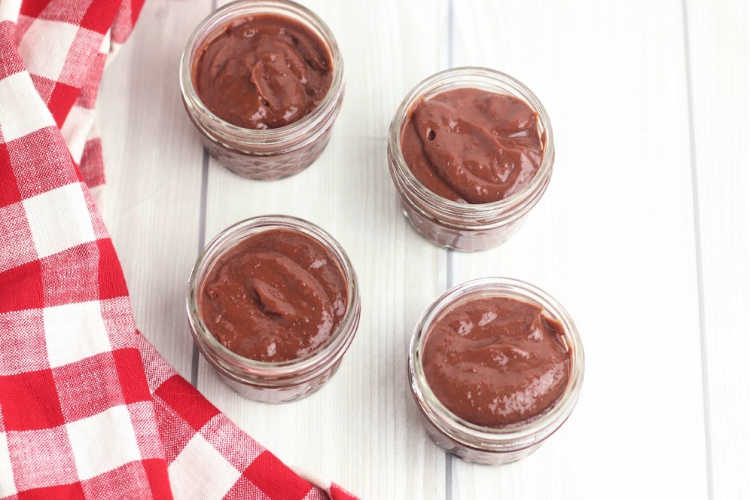 chocolate pudding that was made and put into mini mason jar dessert cups. Recipe, DIY and Free Printable at DearCreatives.com