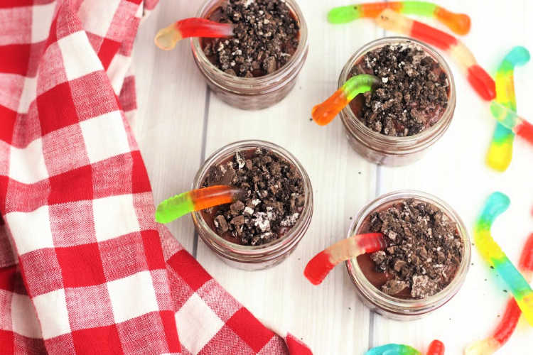 mini dessert cups recipe with crushed cookies for the treat recipe. DearCreatives.com