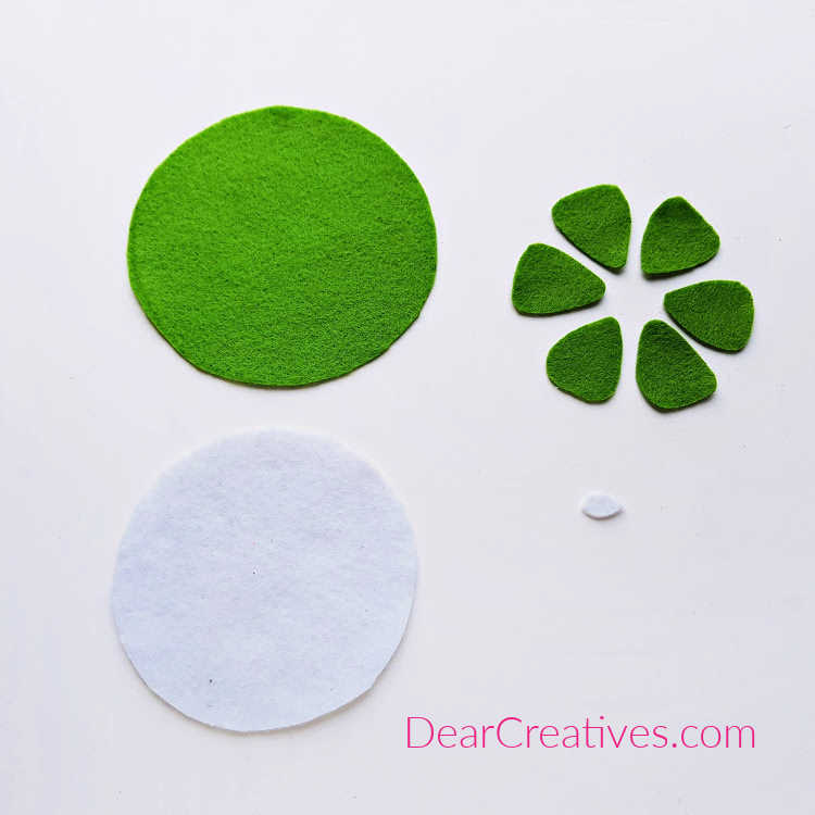 How to make felt coasters. An easy hand sewing project with felt. see full instructions for how to make felt coasters. These are super cute fruit coasters for spring or summer... Lime Coaster steps -DearCreatives.com