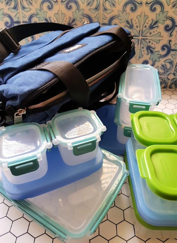 Insulated Lunch Bags and Lunch Containers for packing lunches. See all the back to school ideas at DearCreatives.com