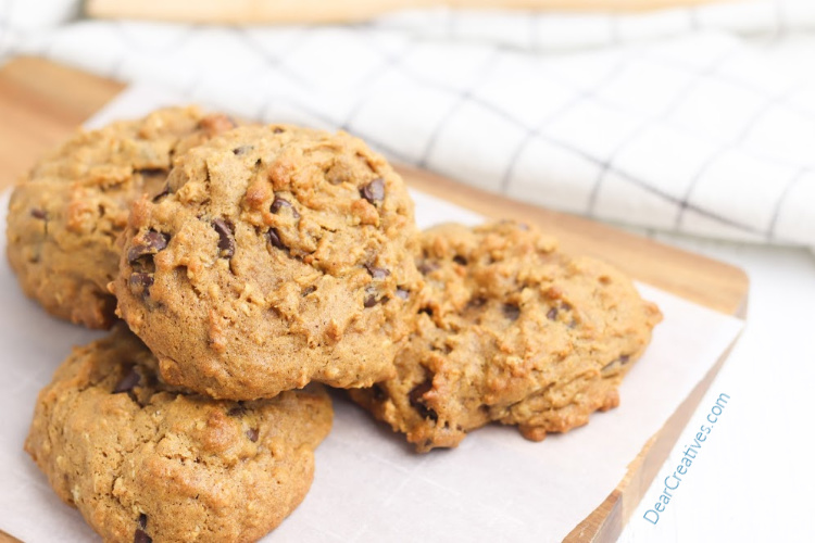 pumpkin oatmeal chocolate chip cookies - DearCreatives.com #pumpkin #oatmeal #chocolatechips #cookiesrecipe