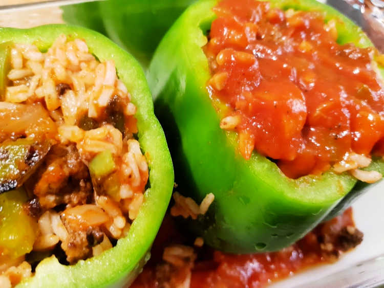 Add sauce to the top of the stuffed bell peppers - Stuffed bell peppers recipe at DearCreatives.com